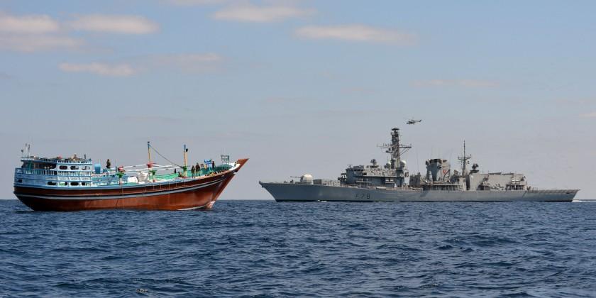 HMS Kent boards dhow Al Sajad 080115